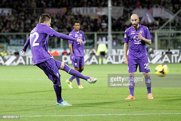 Josip Ilicic of ACF Fiorentina scores the opening goal during the Serie A match between ACF Fiorentina and Atalanta BC at Stadio Artemio Franchi on...