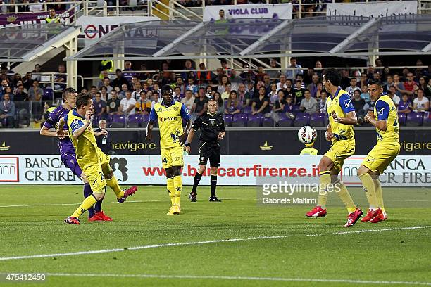 Josip Ilicic of ACF Fiorentina scores the opening goal during the Serie A match between ACF Fiorentina and AC Chievo Verona at Stadio Artemio Franchi...