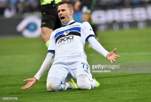 Josip Ilicic of Atalanta BC celebrates after scoring goal 26 during the Serie A match between US Sassuolo and Atalanta BC at Mapei Stadium Citta' del...