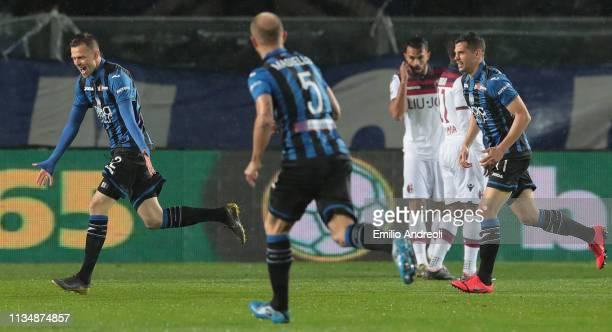 Josip Ilicic of Atalanta BC celebrates after scoring the opening goal during the Serie A match between Atalanta BC and Bologna FC at Stadio Atleti...
