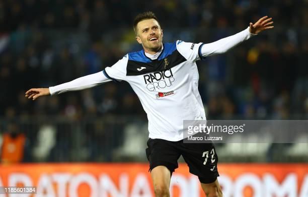 Josip Ilicic of Atalanta BC celebrates after scoring the third goal of his team during the Serie A match between Brescia Calcio and Atalanta BC at...