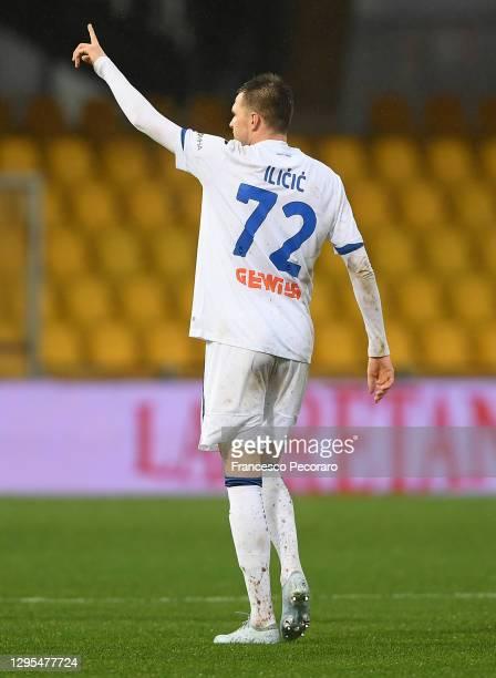 Josip Ilicic of Atalanta B.C. Celebrates after scoring their team's first goal during the Serie A match between Benevento Calcio and Atalanta BC at...