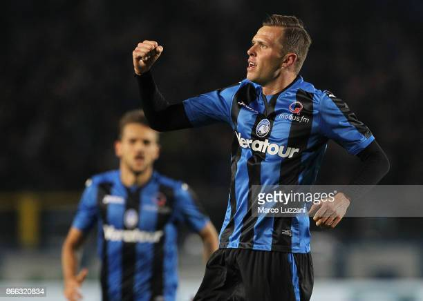 Josip Ilicic of Atalanta BC celebrates his goal during the Serie A match between Atalanta BC and Hellas Verona FC at Stadio Atleti Azzurri d'Italia...
