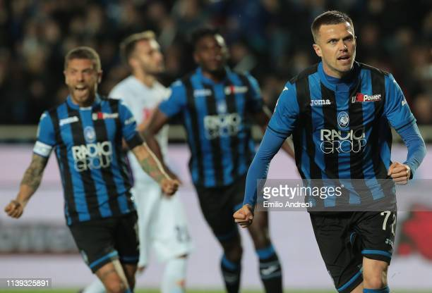 Josip Ilicic of Atalanta BC celebrates his goal during the TIM Cup match between Atalanta BC and ACF Fiorentina at Stadio Atleti Azzurri d'Italia on...
