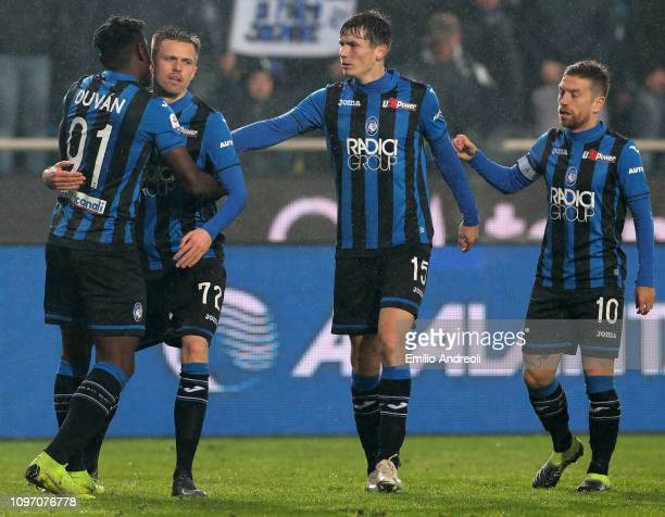 Josip Ilicic of Atalanta BC celebrates his goal with his teammate Duvan Zapata during the Serie A match between Atalanta BC and SPAL at Stadio Atleti...
