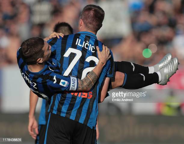 Josip Ilicic of Atalanta BC celebrates his goal with his teammate Alejandro Gomez during the Serie A match between Atalanta BC and Udinese Calcio at...