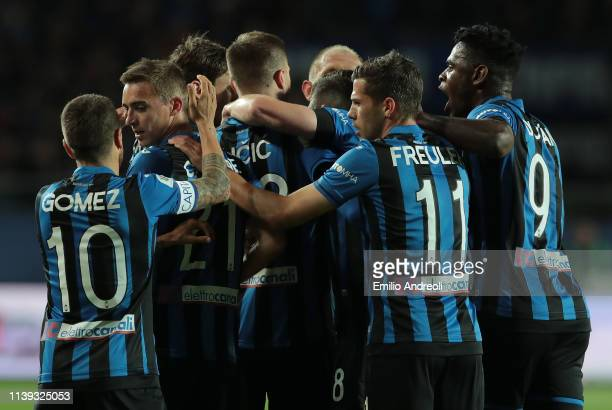 Josip Ilicic of Atalanta BC celebrates his goal with his teammates during the TIM Cup match between Atalanta BC and ACF Fiorentina at Stadio Atleti...