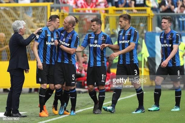 Josip Ilicic of Atalanta BC celebrates his goal with his teammates during the serie A match between Atalanta BC and Genoa CFC at Stadio Atleti...