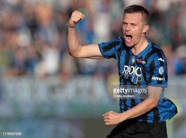 Josip Ilicic of Atalanta BC celebrates his second goal during the Serie A match between Atalanta BC and Udinese Calcio at Gewiss Stadium on October...