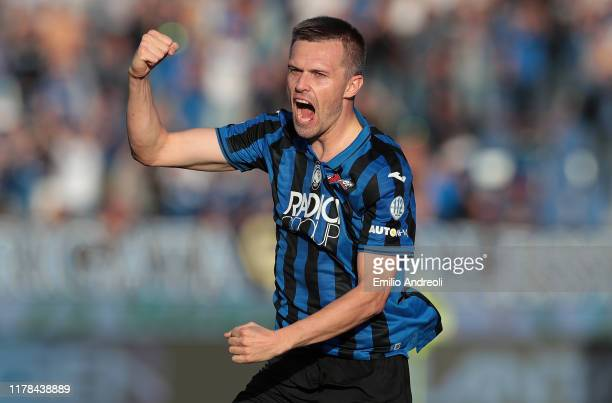 Josip Ilicic of Atalanta BC celebrates his second goal during the Serie A match between Atalanta BC and Udinese Calcio at Gewiss Stadium on October...