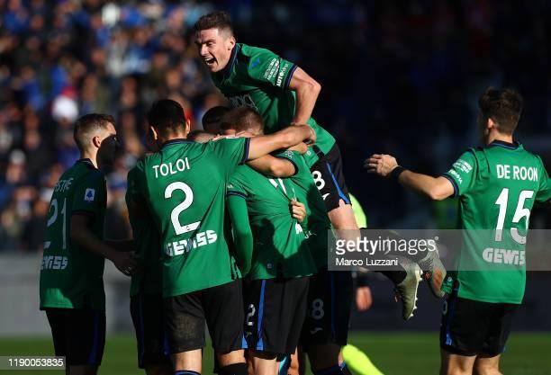 Josip Ilicic of Atalanta BC celebrates his second goal with his team mates during the Serie A match between Atalanta BC and AC Milan at Gewiss...