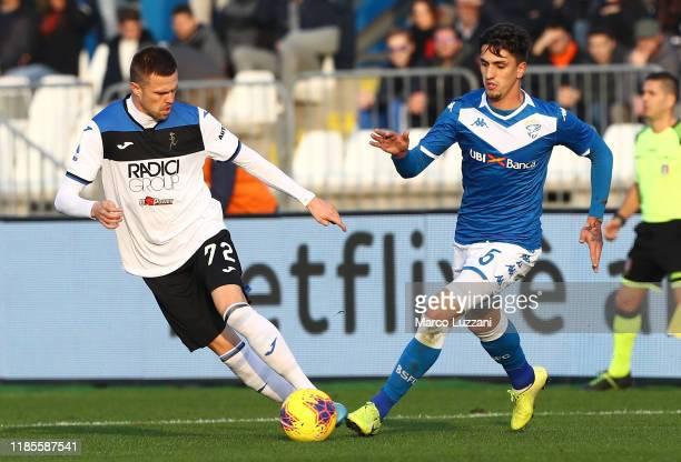 Josip Ilicic of Atalanta BC competes for the ball with Emanuele Ndoj of Brescia Calcio during the Serie A match between Brescia Calcio and Atalanta...
