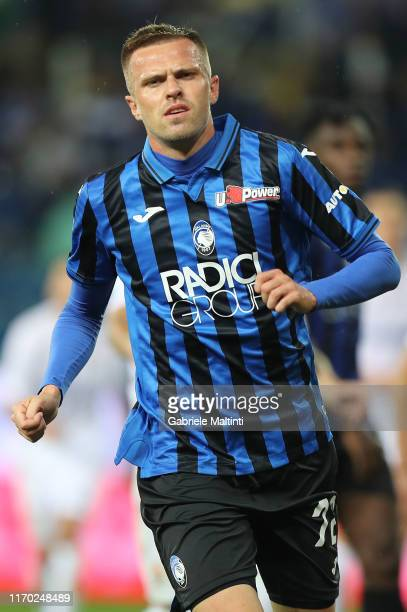 Josip Ilicic of Atalanta BC in action during the Serie A match between Atalanta BC and ACF Fiorentina at Gewiss Stadium on September 22 2019 in...