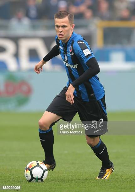 Josip Ilicic of Atalanta BC in action during the Serie A match between Atalanta BC and Bologna FC at Stadio Atleti Azzurri d'Italia on October 22...