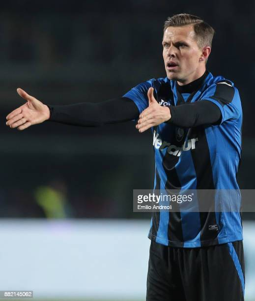 Josip Ilicic of Atalanta BC in action during the Serie A match between Atalanta BC and Benevento Calcio at Stadio Atleti Azzurri d'Italia on November...