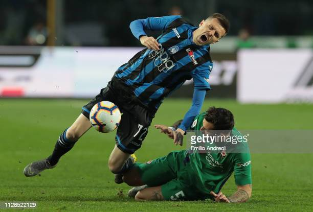 Josip Ilicic of Atalanta BC is challenged by Federico Ceccherini of ACF Fiorentina during the Serie A match between Atalanta BC and ACF Fiorentina at...