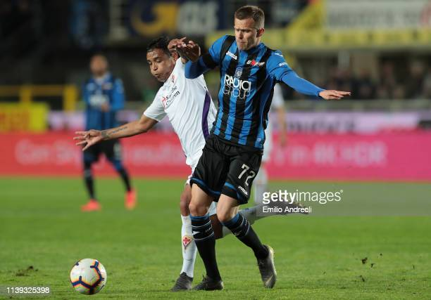 Josip Ilicic of Atalanta BC is challenged by Luis Muriel of ACF Fiorentina during the TIM Cup match between Atalanta BC and ACF Fiorentina at Stadio...