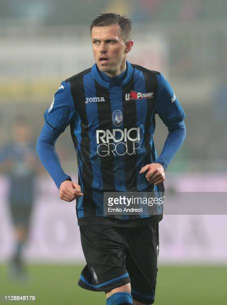 Josip Ilicic of Atalanta BC looks on during the Serie A match between Atalanta BC and SPAL at Stadio Atleti Azzurri d'Italia on February 10, 2019 in...
