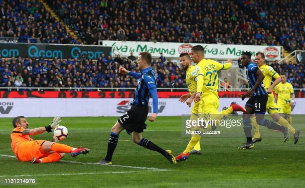 Josip Ilicic of Atalanta BC scores his goal during the Serie A match between Atalanta BC and Chievo at Stadio Atleti Azzurri d'Italia on March 17...