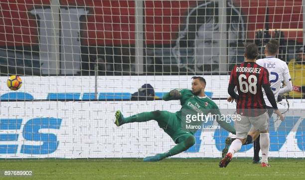 Josip Ilicic of Atalanta BC scores his goal during the serie A match between AC Milan and Atalanta BC at Stadio Giuseppe Meazza on December 23 2017...