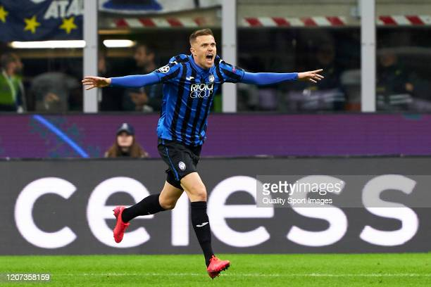 Josip Ilicic of Atalanta celebrates after scoring his team's second goal during the UEFA Champions League round of 16 first leg match between...
