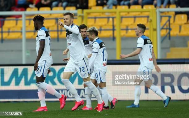 Josip Ilicic of Atalanta celebrates after scoring his team's third goal during the Serie A match between US Lecce and Atalanta BC at Stadio Via del...