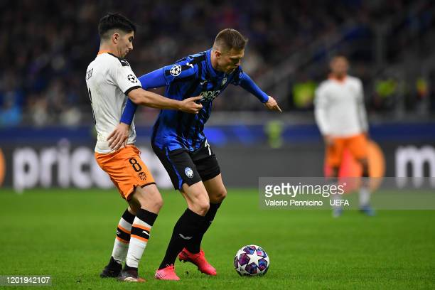 Josip Ilicic of Atalanta is challenged by Carlos Soler of Valencia CF during the UEFA Champions League round of 16 first leg match between Atalanta...