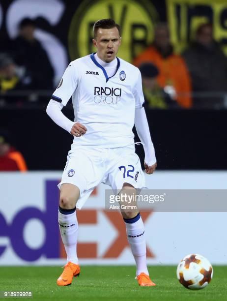 Josip Ilicic of Bergamo controls the ball during UEFA Europa League Round of 32 match between Borussia Dortmund and Atalanta Bergamo at the Signal...