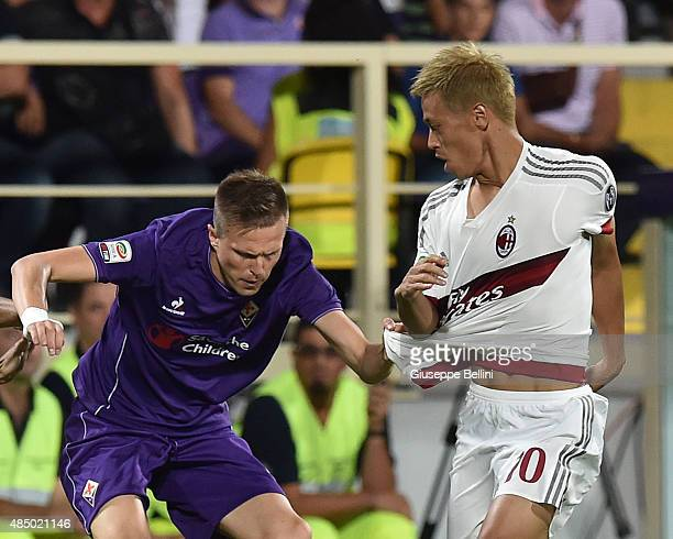 Josip Ilicic of Fiorentina and Keysuke Honda of Milanin action during the Serie A match between ACF Fiorentina and AC Milan at Stadio Artemio Franchi...
