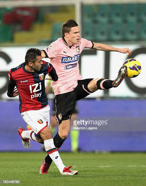 Josip Ilicic of Palermo competes for the ball with Francelino Matuzalem of Genoa during the Serie A match US Citta di Palermo and Genoa CFC at Stadio...