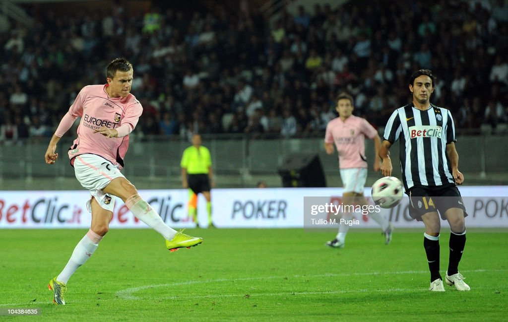 Josip Ilicic (L) of Palermo scores a goal (0:2) as Alberto Aquilani of Juventus looks on during the Serie A match between Juventus and Palermo at Olimpico Stadium on September 23, 2010 in Turin, Italy.