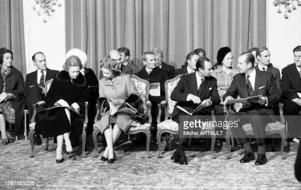 Joséphine-Charlotte de Belgique, grande duchesse de Luxembourg, le Prince Philip, la Reine Elizabeth II et le grand-duc Jean de Luxembourg lors d'une...