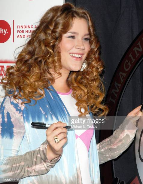 Joss Stone attends the 2008 'Imagine There's No Hunger' campaign launch at Hard Rock Cafe on November 5 2008 in New York City