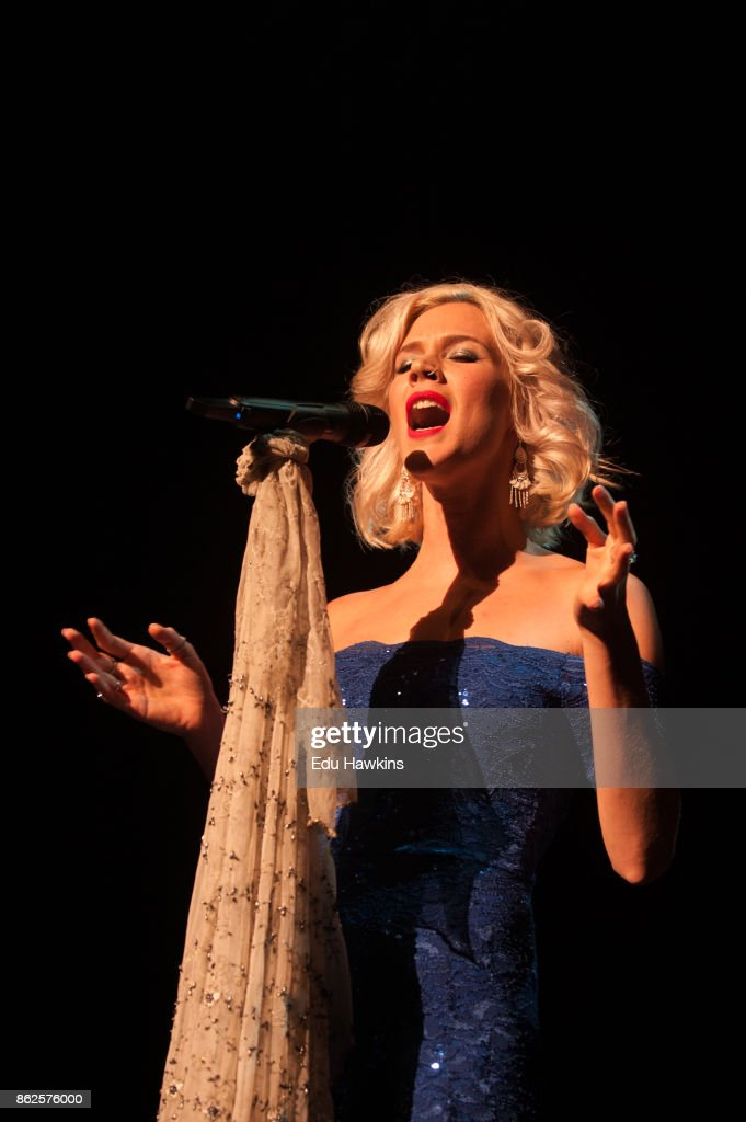 Joss Stone Performs At The Royal Festival Hall : News Photo