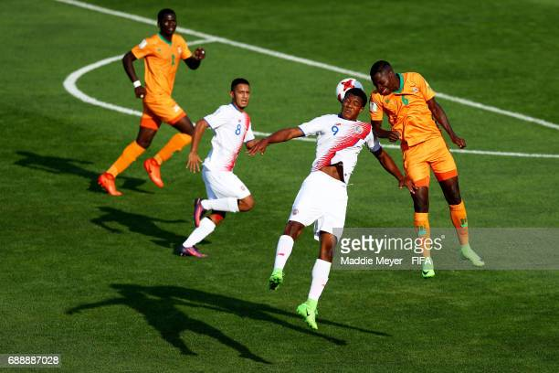 Jostin Daly of Costa Rica and Ngosa Sunzu of Zambia battle for the ball during the FIFA U20 World Cup Korea Republic 2017 group C match between Costa...