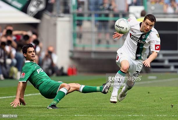 Josuef of Wolfsburg fails to stop Michael Bradley of Gladbach during the Bundesliga match between Borussia Moenchengladbach and VfL Wolfsburg at the...