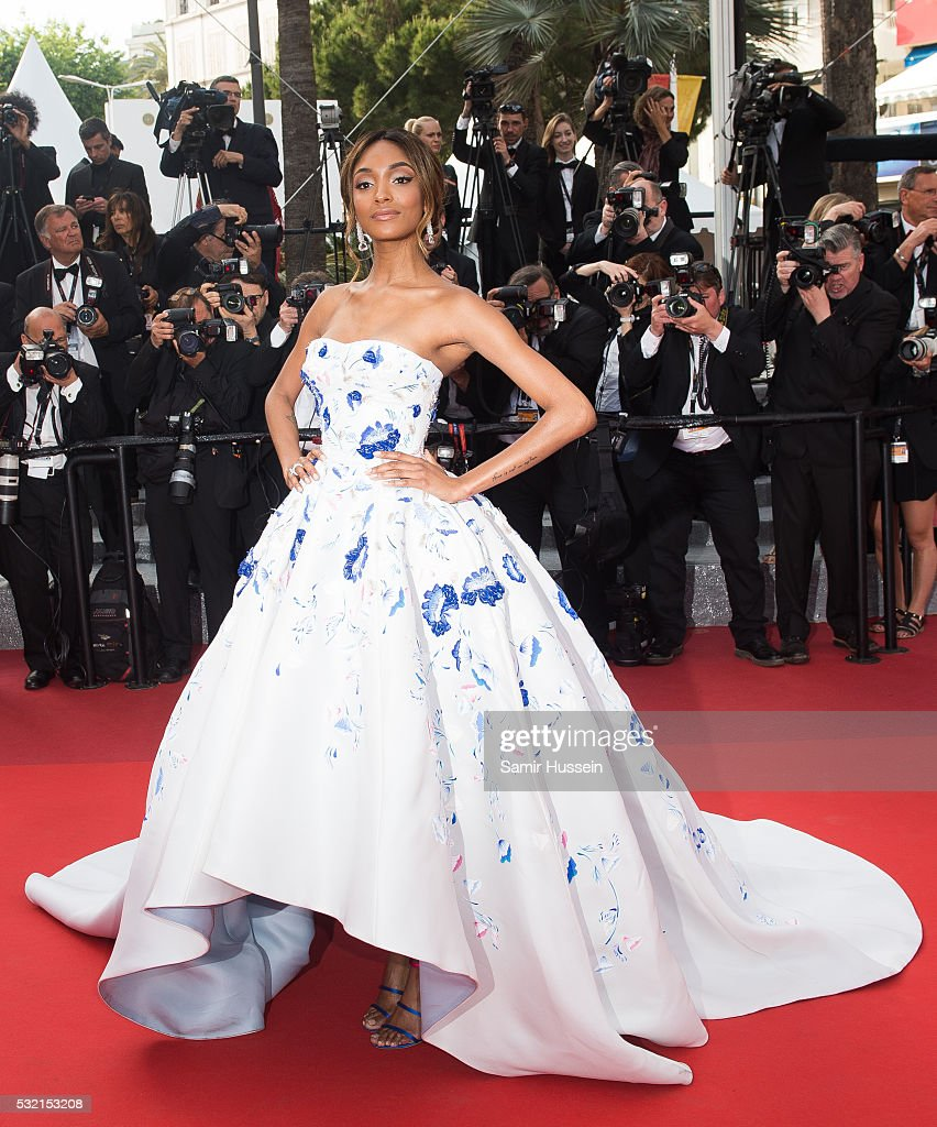 """""""The Unkown Girl (La Fille Inconnue)"""" - Red Carpet Arrivals - The 69th Annual Cannes Film Festival : News Photo"""