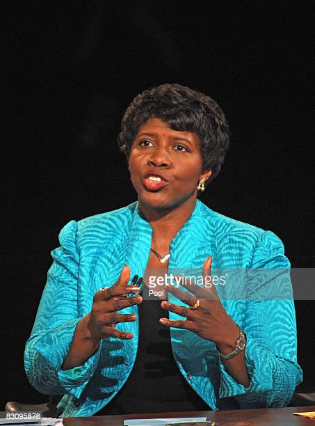 PBS journalist and debate moderator Gwen Ifill speaks to Republican vice presidential candidate Alaska Gov Sarah Palin during the vice presidential...