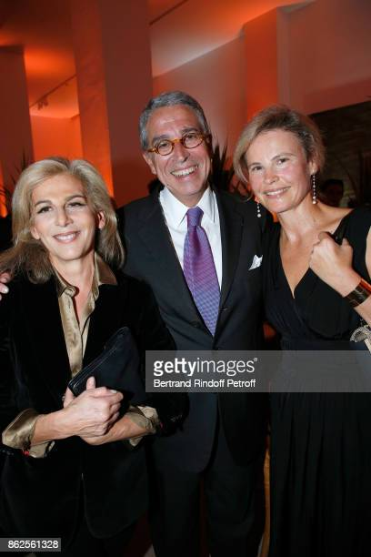 Journalist Anne Fulda CEO of Vivendi Arnaud de Puyfontaine with his wife Benedicte attend the Societe des Amis du Musee d'Art Moderne de la Ville de...