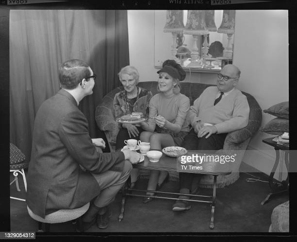 Journalist Dave Lanning interviewing English pop singer Dusty Springfield with her parents Gerald and Catherine O'Brien, with tea and cake at their...