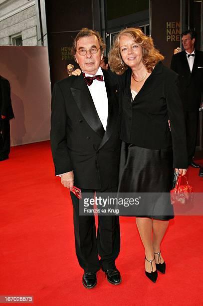 """Journalist Hellmuth Karasek Und Dr. Armgard Karasek Bei Der Verleihung Des """"Henri Nannen Preis"""" Im Schauspielhaus In Hamburg Am 110507 ."""