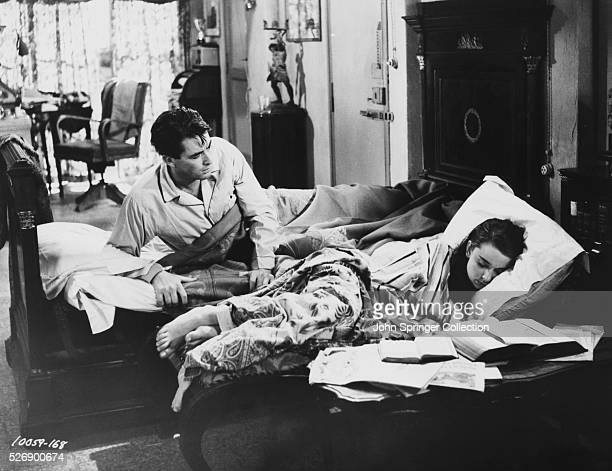 Journalist Joe Bradley wakes up next to Anya Smith in a scene from the 1953 film Roman Holiday