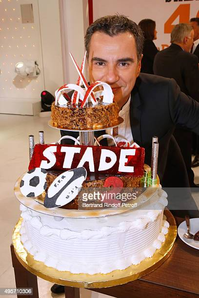 Journalist Laurent Luyat poses behind the Birthday Cake of the 'Stade 2', France 2 TV Chanel Sports Issue wich celebrates its 40th Birthday, during...
