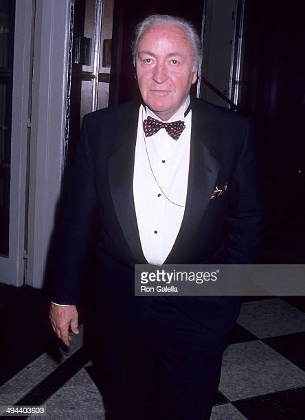 Journalist Roger Grimsby attends the Vietnam Veterans Ensemble Theatre Company's Third Annual Vetty Awards on May 31 1989 at the WaldorfAstoria Hotel...