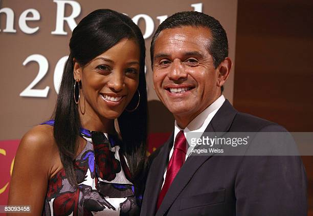 Journalist Shaun Robinson and Los Angeles mayor Antonio Villaraigosa attends JumpStart's Read For The Record Event on October 2 2008 in Los Angeles...