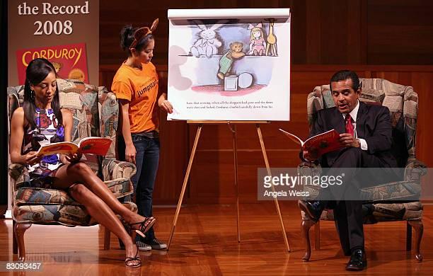 Journalist Shaun Robinson volunteer Brittney Young and Los Angeles mayor Antonio Villaraigosa attend JumpStart's Read For The Record Event on October...