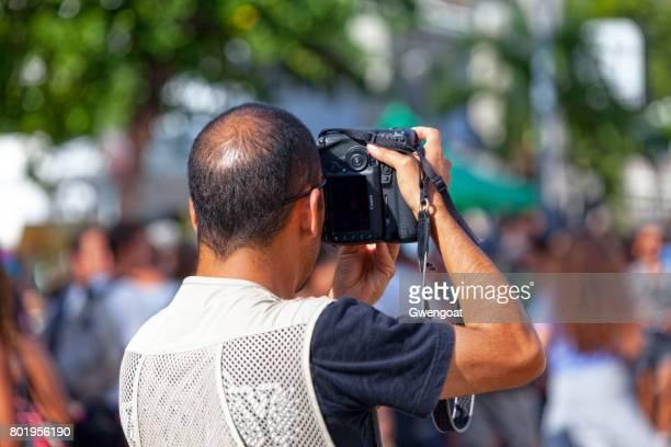 写真を撮るジャーナリスト - キャノン ストックフォトと画像