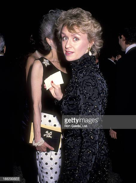 Journalist Tina Brown attends Eight Annual Council of Fashion Designer of America Awards on January 9 1989 at the Metropolitan Museum of Art in New...
