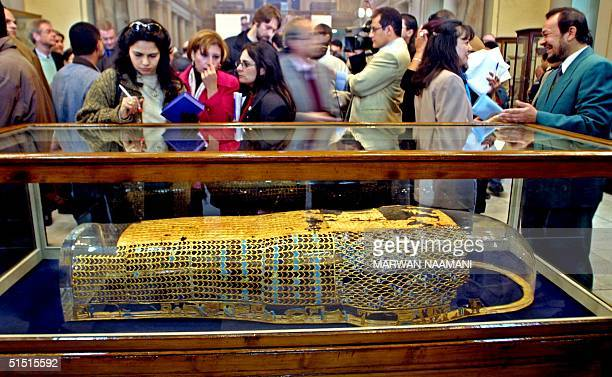 Journalists and visitors take a look at the lower half of the sarcophagus of the pharaoh Akhenaton at Cairo Musuem 27 January 2002 Egypt has...