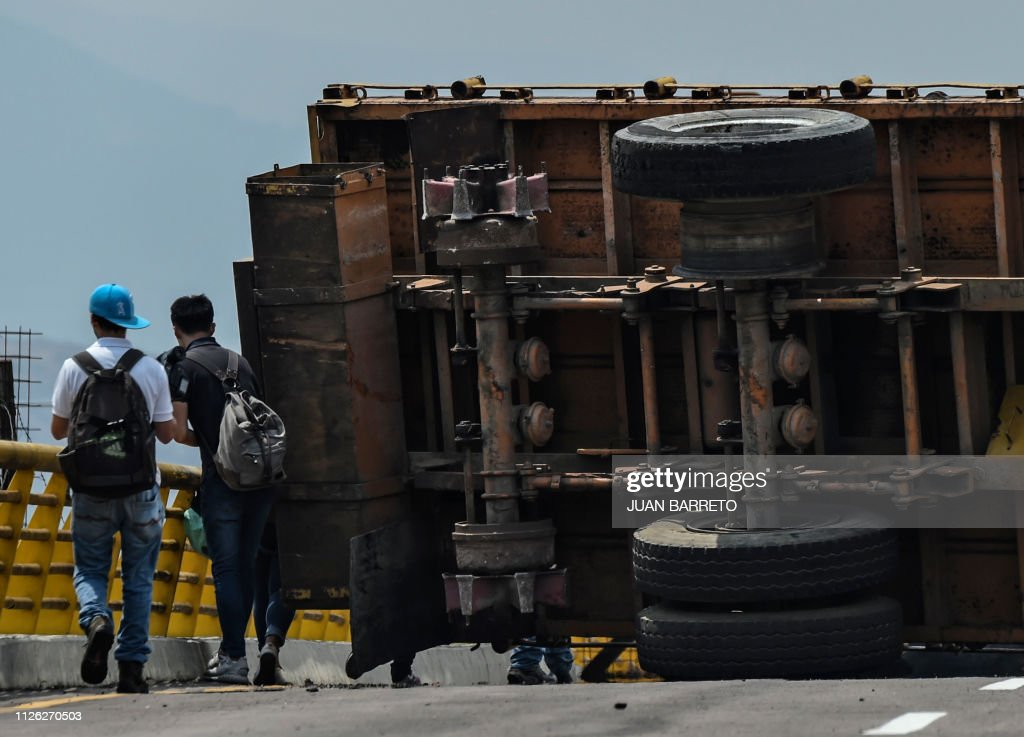TOPSHOT-VENEZUELA-COLOMBIA-CRISIS : Fotografía de noticias